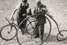 Kunst op wielen / 2014 is het jaar van het Mobiele Erfgoed.  Van fiets tot trein, van auto tot tram, van vliegtuig tot boot, van motor tot bus. Ze brengen ons van A naar B en daarmee zijn we ze eeuwig dankbaar. Daarom hier een ode aan het mobiele erfgoed!