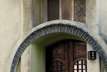 ARCHITECTURE + ENTRANCE