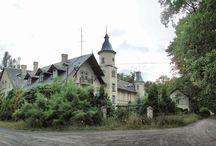 Klenica - Pałac Myśliwski / Pałac myśliwski w Klenicy wybudowany w roku 1884 wg projektu Dimkego dla Antoniego Wilhelma księcia Radziwiłła. W roku 1891 przechodzi we władanie Marii Doroty, żony księcia Radziwiłła, która w roku 1905 rozbudowuje pałac. Pełni on funkcję letniej rezydencji księżnej. Po wojnie w budynku pałacu mieściły się biura PGR-u, potem Lubuski Uniwersytet Ludowy, następnie do roku 2006, przez Młodzieżowy Ośrodek Socjoterapeutyczny. Teraz stoi pusty.