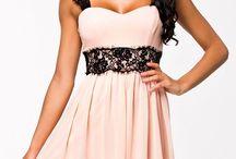Šaty s volnou sukní a krajkovými ramínky- růžové