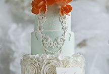 Coral & Pink Wedding Cakes / Coral and pink wedding cake inspiration and ideas. Coral and pink hues can be sophisticated and modern, vintage and pastel, or whimsical and bright. Corals & Pinks are a great match for any bride, and look magical on any cake, be it pink, rose, blush, pea #coral #pink #wedding #cakecentral #Jackie