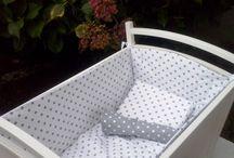 la culla...il lettino per i nostri piccoli Amori / rivestimenti e imbottiture SU MISURA per culle e lettini per bimbi paracolpi guanciali federe copriguanciali lenzuolini copri-materassino
