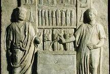 Reliefek és sírkövek