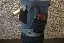 Geld kado idee met fles drank erin , zelf gemaakt van oude spijkerbroeken