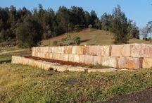 Sandstone reataining wall. / Australian stone supplier.