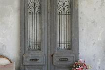 <3 doors