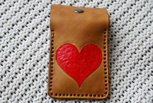 Leather card holder with heart handtooling leather , carmel,handpainted, with zip fastener