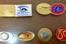 Name tag, logo / Sản xuất huy hiệu, bảng tên, www.da1.vn