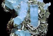 Crystals, Gemstones & Minerals & Amazing Stones / Beautiful stones / by Londie Benson