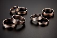 snubní prsteny   DALOO - LINE / Kolekce snubních prstenů  DALOO - LINE kombinuje titan, různé barvy zlata a stříbra.                                Každý šperk je ručně vyrobený originál.  WWW.DALOO.CZ