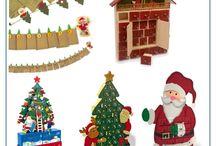 Vianoce / Pribaľte deťom k vianočným darčekom aj hračky s vianočnou tématikou, či vianočnú dekoráciu do detskej izby. V našej vianočnej ponuke drevených hračiek a vianočných dekorácií nájdete špeciálne sezónne hračky ako sú drevený betlehém s figúrkami Ježíška a zvieratiek alebo vianočné dekorácie ako adventné kalendáre, ktoré určite zkrátia čas čakania do Vianoc.