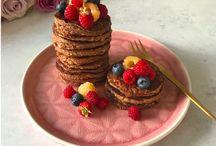 Morgenmad / Ditte Julie / Find b.la. opskrifter på delikate, nemme wienerbrødsstykker, regnbue chiagrød, sprød, sunde vafler og både pandekager i en amerikansk version og en på bananer. Og meget, meget mere!