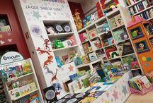 Nuestras Librerías / Fotos de nuestra librería de El Ejido en calle Divina Infantita, 8 y de nuestra librería de Almerimar en calle Jabeque, 40