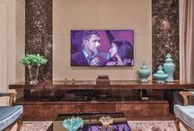 Painel tv marmore travertino com laca branca
