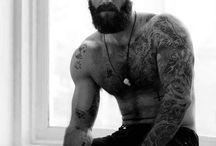Bearded men are sooo sexy / I just simply love bearded men.