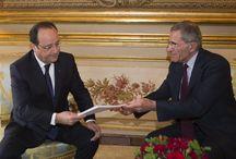 Remise du Rapport FACE 25/4/2014 et Conf. de PRESSE / Gérard Mestrallet, Président de la Fondation FACE remet au Président F Hollande son rapport sur la mobilisation des entreprises en faveur de l' emploi.