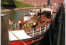 Logeerboot Rotterdam Kralingen / Een superluxe overnachting boeken in het centrum van Rotterdam? Op deze logeerboot heeft u bijna de hele boot voor u alleen of met zijn tweeen. Uitermate geschikt voor romantische overnachtingen. Volledig ingericht en voorzien van alle gemakken.