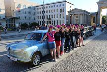 JGiA / JGA in den Trabant Limousinen Berlin - Junggesellenabschied Junggesellinnenabschied / Wilde, fröhliche und ausgelassene JGA Partys in und mit den XXL Trabis.