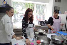 Mesa de Postres / En nuestro curso de postres nuestros alumnos no solo aprenden el arte de la repostería si no la formación de un negocio propio e independiente.