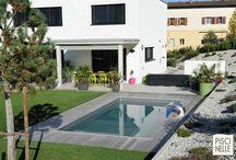 Reportage photo : une piscine en Suisse / Au sein d'un jardin à Belfaux en Suisse, découvrez cette sublime piscine rectangulaire réalisée par Piscinelle.