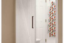Nyílászárók / Windows & doors / Spaletták színével harmonizáló bejárati ajtó. Fal beltéri-, esetenként toló ajtó (barn door)