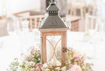 Wedding table centrepieces / Ideas for your wedding reception decor. Wedding centerpieces with flowers, rustic centrepieces, candle centrepieces.