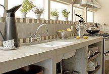 cozinha alvenaria e cimento queimado