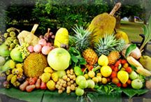 Penang Local Fruits / Be sure to drop by to see, taste, and smell the various fruits in Penang.