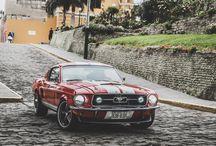 """Mustang Fastback 1967 """"Colorada"""" / Mustang 1967 look Fastback, Sistema de escape Flowmaster, encendido electrónico Pertronix, tapas de válvula Ford Racing, carburador Holley, Intake y filtro de aire Edelbrock, etc"""