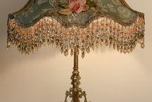 Gótikus dekoráció, lámpa, kárpit, függöny