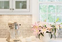 Cottage white / Kona colour kitchens