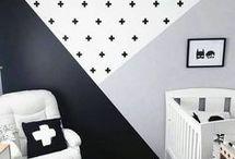 Kinderkamer Trend 2018 / Zwart/wit patronen gecombineerd met een sprekende kleur in schuine vlakken of lambrisering. Een van de kinderkamer trends van 2018