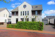Mauritslaan 15 - Heerenveen / Dit halfvrijstaande herenhuis met garage en houten tuinschuur, is gelegen in de kinderrijke wijk Skoatterwald, biedt ruimte en een plek om lekker te kunnen leven.