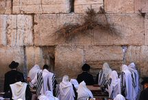 The Western Wall: Place of Tears, Prayer and Conflict / Discover how the Western Wall has become an international center of continual conflict and tears.