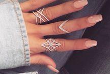 Anelli, collane, orecchini e braccialetti