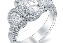 Oval Cut Diamond Rings / King of Jewelry's oval cut rings are beautiful on their own, but also look great with a halo, side stones, or even as part of a bridal set.