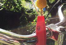 Bici-Diamonds / Die Idee hinter den Bici-Diamonds ist einfach:  verschöner dein Gefährt! Egal ob Fahrrad, Kinderwagen oder Omas Rollator.  Die mobilen Vasen aus dem 3D Drucker lassen sich einfach anbringen und sind überall ein echter Hingucker - nicht nur für Pflanzenliebhaber!  Bei der großen Formen- und Farbenvielfalt ist für jeden etwas dabei.  ***Update 08/2016: Jetzt gibt es auch eine Schmuckkollektion unserer Vasen to go!*** www.fahrradvasen.de