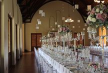 Banquet Crystal Wedding Table Decor / An elegant banquet style wedding set up using lots of crystal and flowers