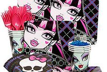 Monster High Doll Party Ideas and More / Let's face it, not every mummy gets to see their daughter attend such a prestigious school. But if you are planning a Monster High Party, here you will find it all