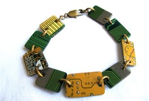 Techno-Recycle / The theme in my board is recycled technology, in which the following posts illustrate a more creative way to dispose of unnecessary items that we once used at one time or another.  Specifically transforming technology into items we can then use everyday.