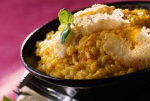 50 recettes de risotto / Le risotto est l'idée recette qui peut vous rendre bien service. Dîner improvisé ou rapide à réaliser, le risotto se marie avec tout ce qu'il y a dans votre placard ou votre frigo. Un plat complet et unique à tous les coups. Découvrez nos recettes crémeuses à souhait !