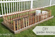 Garden Fence / DIY Garden Fence Ideas For Backyard