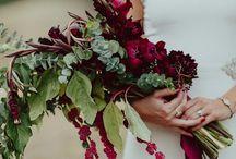 EL RAMO. / Significado de las flores:  * ROSAS: Amor y respeto * MARGARITAS: Inocencia, niñez y amistad * GARDENIAS: Alegría * TULIPANES: Amor * LIRIOS: Belleza, pureza, sencillez y alegría * CLAVELES: Distinción y elegancia * CRISANTEMOS: Amor y verdad * AMAPOLAS: Sueños y esperanzas * NO ME OLVIDES: Amor verdadero * ORQUÍDEA: Belleza y pureza * AZAHAR: Pureza * HIEDRA: Fidelidad * CAMELIA: Amor eterno