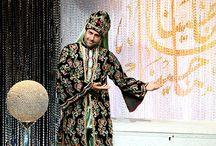 """Majina Ya Majina - Ramadan / جوائز مادية قيمة تقدمها قناة السومرية خلال شهر رمضان المبارك عبر برنامج """"ماجينا يا ماجينا"""". على مدار الساعة، يرافق مقدمو السومرية المشاهدين بسؤال على شكل لغز. والمتصل الذي يعرف الإجابة يكون قد اكتشف محتوى الصندوق، فيربح الجائزة الكبرى. أجواء ترفيهية مسلية ومشوقة يستمتع خلالها المشاهدون ويتحمسون لمعرفة اللغز ويقضون أمتع الأوقات حتى لو لم يحزروا الإجابة!"""