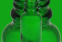 Plastflaskor, kapsyler & tillbehör / Plastflaskor och Pharmaflaskor i PET och andra plastmaterial. Kolla helpallspriserna. Livsmedelsgodkända.   Kapsyler, doseringspumpar och sprayhandtag - dispenser - som passar till flaskorna. Kapsyler med garantiring - försegling - som garanterar att flaskan inte varit öppnad. Barnsäkra kapsyler - observera att det finns inga riktigt bra barnsäkra kapsyler på marknaden, sådana är inte uppfunna ännu.