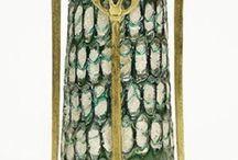 Koloman Moser : Czech glass / Koloman Moser (30. březen 1868 – 18. říjen 1918, Vídeň, Rakousko), rakouský grafik, designér a malíř, spoluzakladatel Siebener Club, Sdružení výtvarných umělců Rakouska Secession a Wiener Werkstätte. Jeho návrhy skla realizovaly firmy Moser , Loetz , Meyr´s Neffe a další