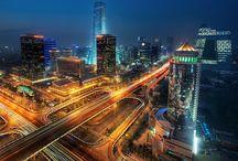 Běijīng, 北京 / Como una de las seis ciudades antiguas de China, ha sido un centro político y social a lo largo de toda su historia. Por este motivo el turista puede encontrarse en esta ciudad el contraste entre la China tradicional y la China moderna.