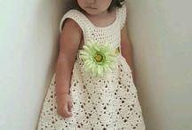 vestido de crochê infantil.