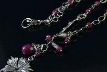 Naszyjniki / Strona przedstawia kolekcję srebrnych naszyjników dostępną w sklepie Galeria Pomysłu.