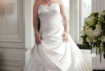 Alot of wonderful wedding dresses for curvy girls